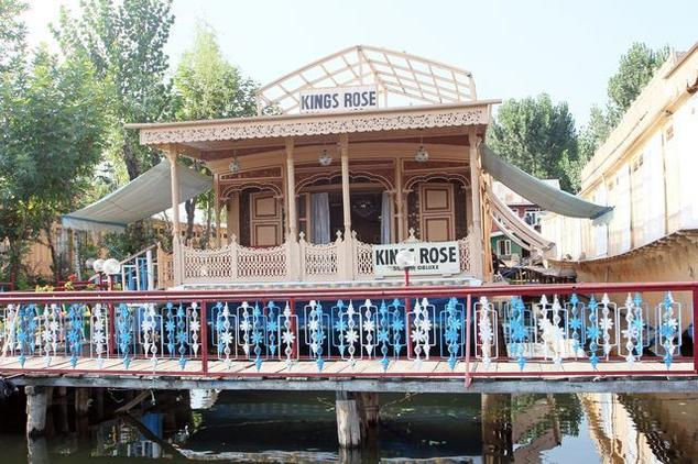 Kings Rose Deluxe Group of Houseboats