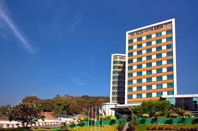 https://gos3.ibcdn.com/ramada-powai-hotel-and-convention-centre-mumbai-hotel-exterior-28604213g.jpg